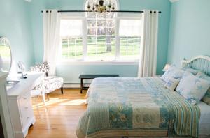 The Ahh...Qua Bedroom